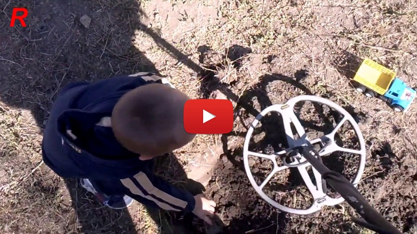 Видеообзоры кладоискателей на поисках с металлоискателем.